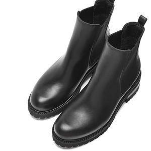 LA CANADIENNE Connor black leather bootie